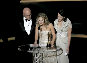 Heath Ledger's family accepts his Oscar./Credit New York Times