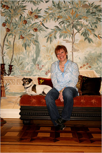 Caroline Manzo chills in her Franklin Lakes home./Credit The New York Times